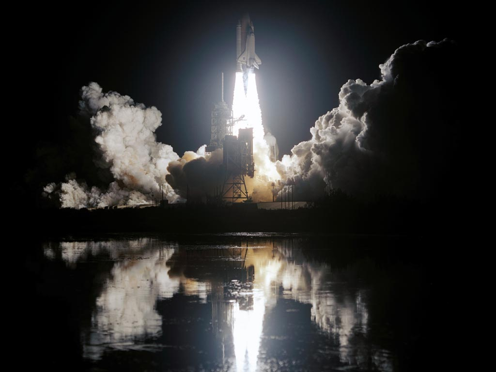 http://www.todayifoundout.com/wp-content/uploads/2010/08/night_space_shuttle_launch.jpg