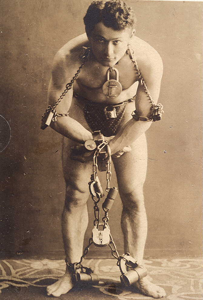 A biography of harry houdini a famous illusionist