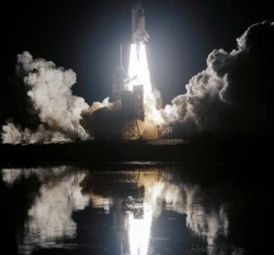 night_space_shuttle_launch