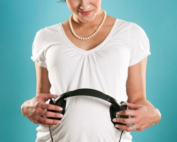 pregnant-woman-with-headphones