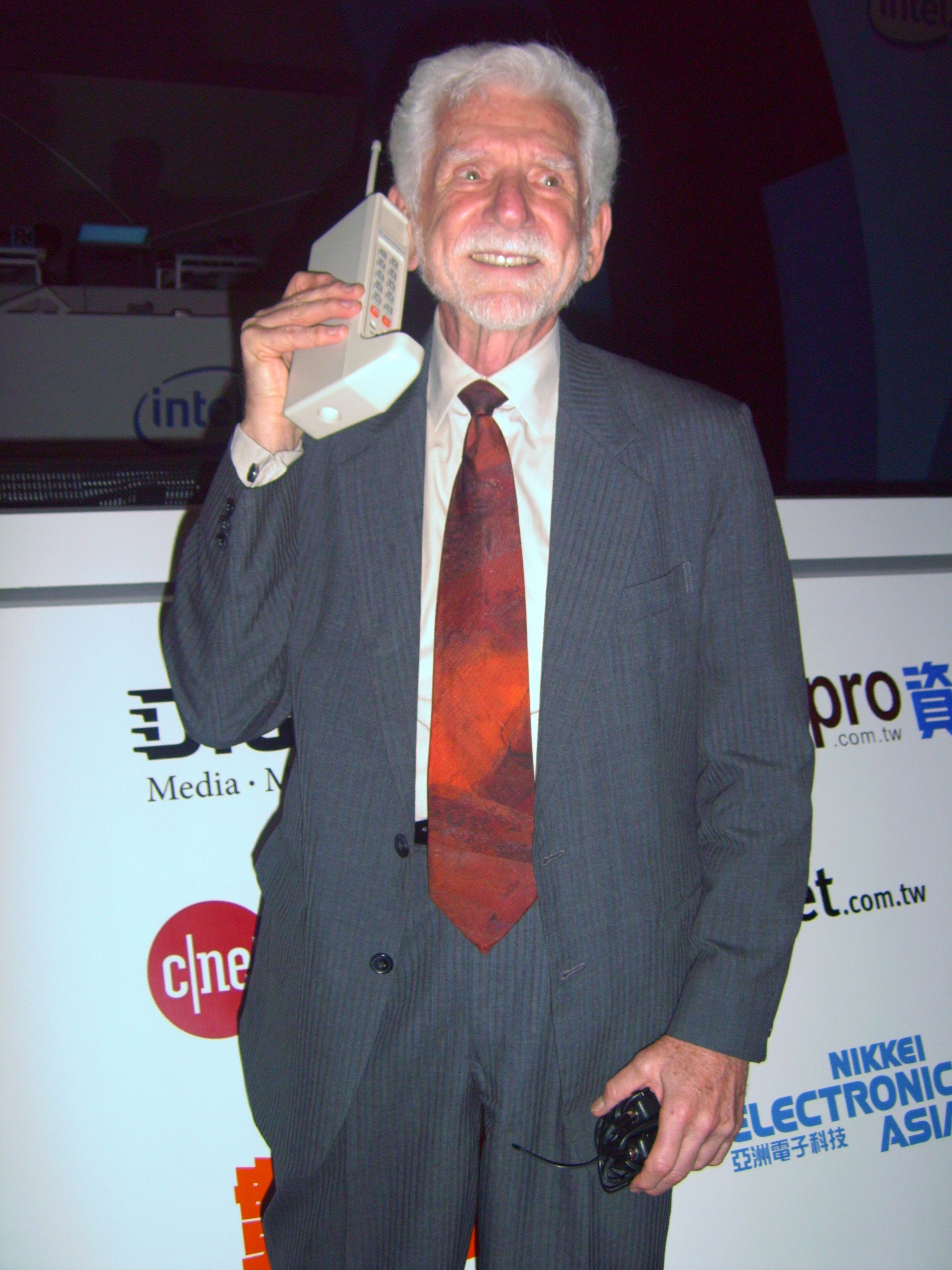 this day in history  martin cooper publicly demonstrates