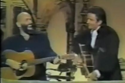 "Shel Silverstein and Johnny Cash performing ""A Boy Named Sue"" Together"