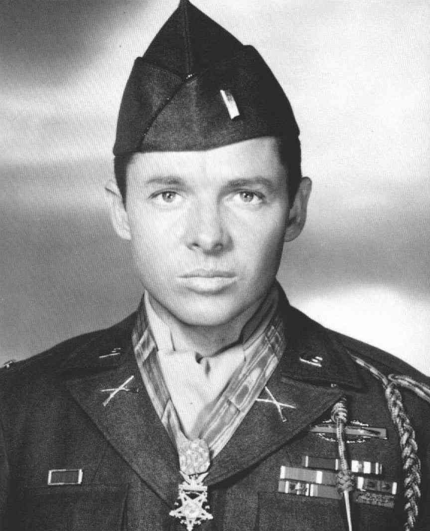 The Man Who Held Off Six Enemy Tanks And Several Waves Of Infantry - Audie