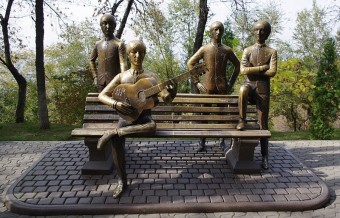 beatles-statue