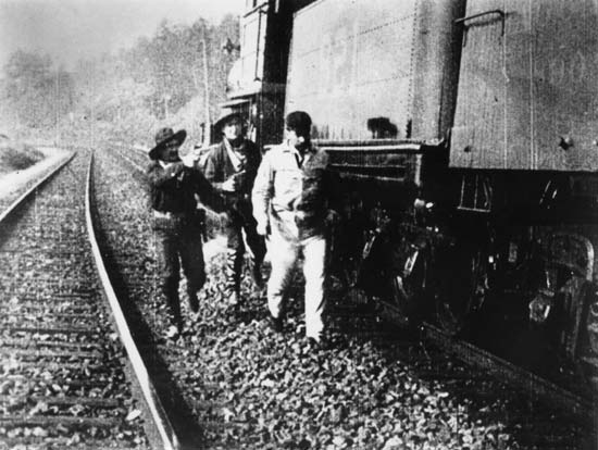 this day in history october 6th the first train robbery
