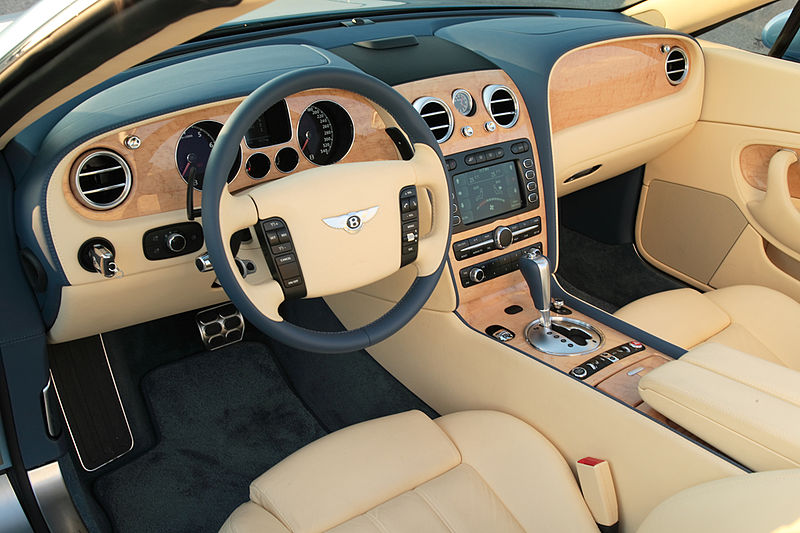 Is the new car smell toxic for Interieur voiture de luxe