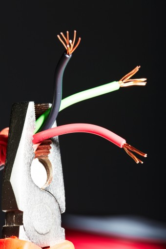 Electric Wire Black And White : Why are electric wires color coded the way they