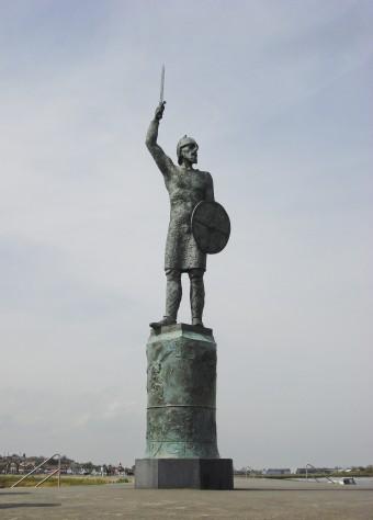 Brythnoth_statue_Maldon