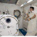 sleepingiss_astronaut-340x232