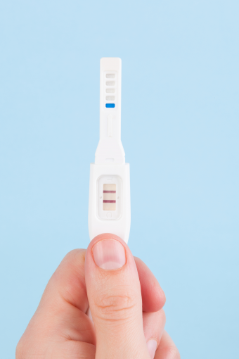 Father-Holding-Pregnancy-Test