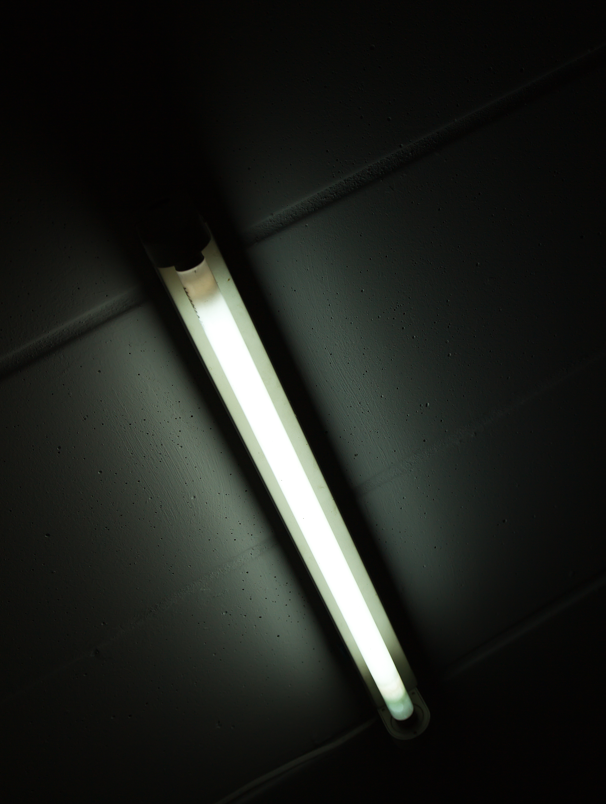 How Fluorescent Lights Work And Why They Are Sometimes Noisy