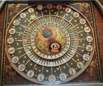 Wells_cathedral_clock_dial