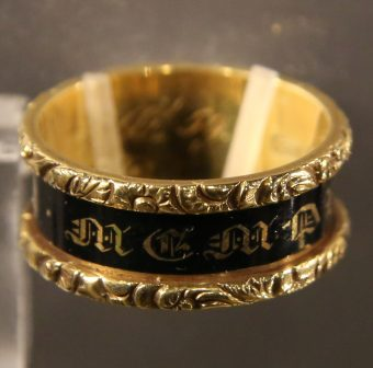 mourning_ring